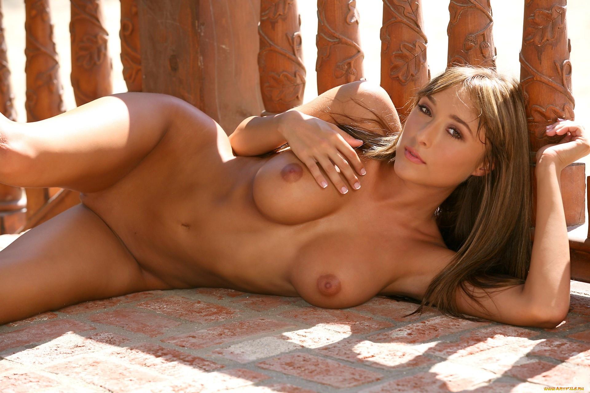 Naga nude model erotica pics